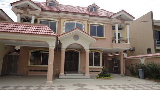 Propiedades casas ecuador for Casas con piscina guayaquil
